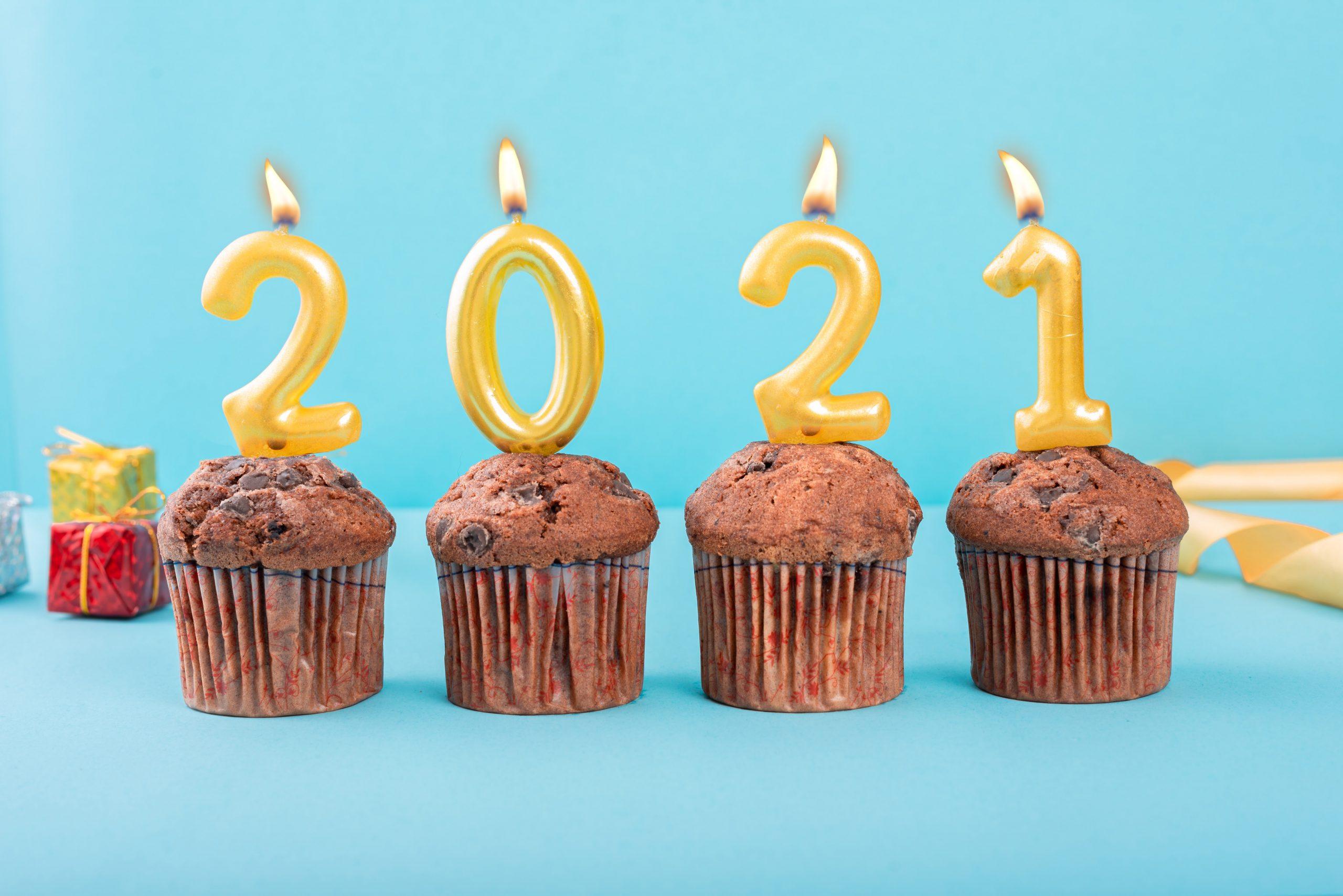 Świeczki na muffinkach, fot. unplash.com