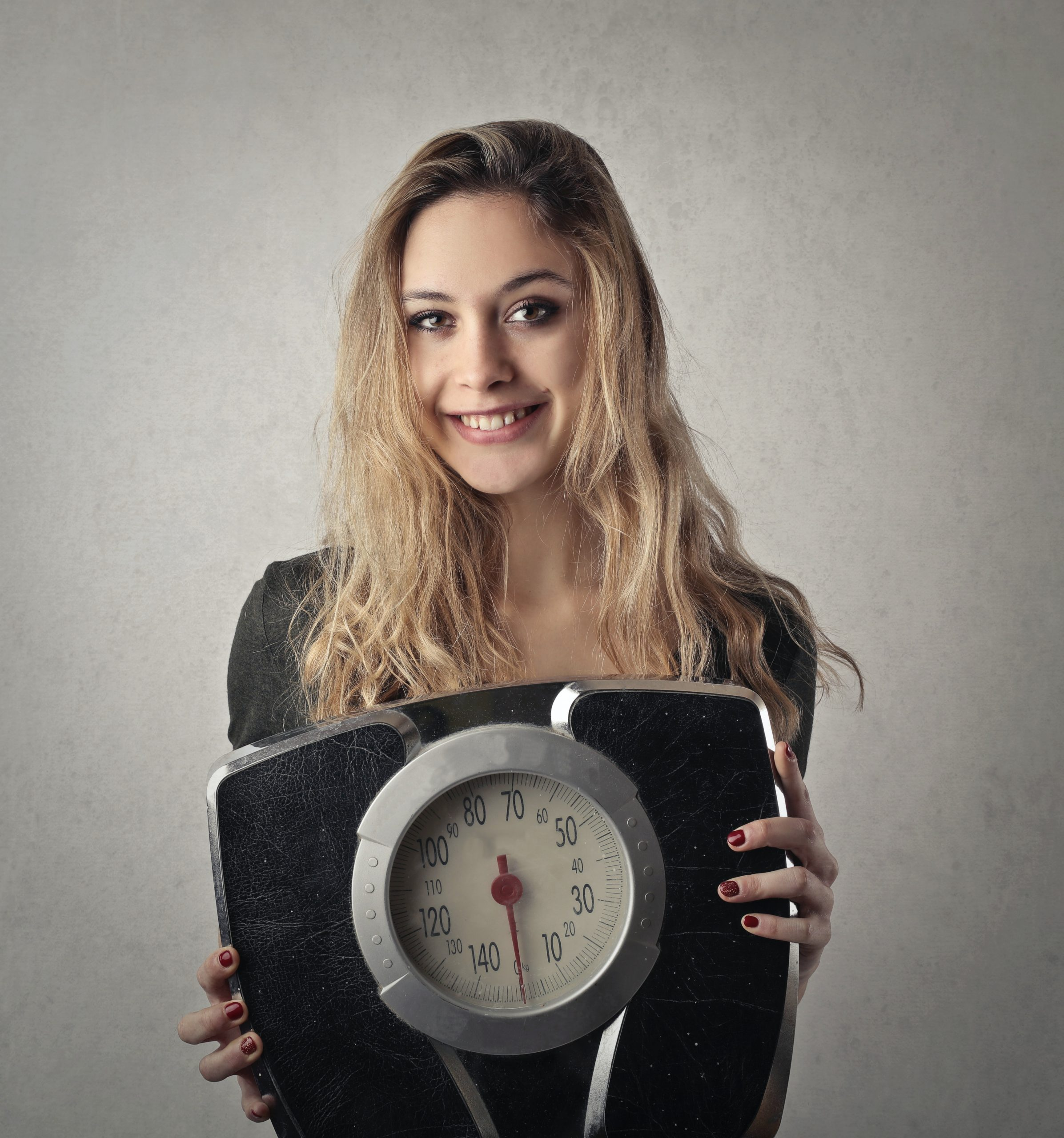 Kobieta z wagą, fot. pexels.com